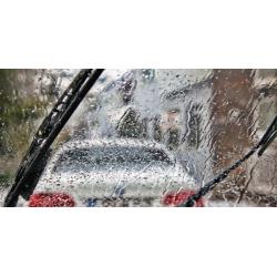 10 χρήσιμες συμβουλές για οδήγηση υπό βροχή